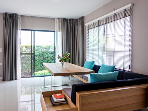 Window Blinds VS Curtains - Which Is Better?